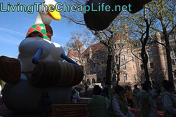 Macys legendariska Thanksgiving Day Parade Winds genom New York City